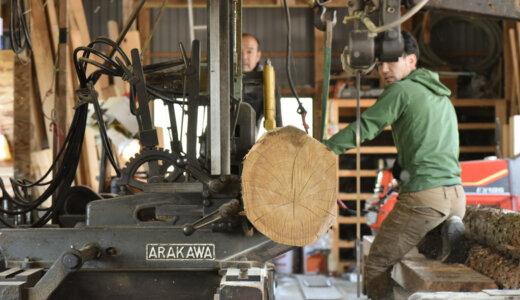 風の森の土壁6 丸太を持ち込み製材する